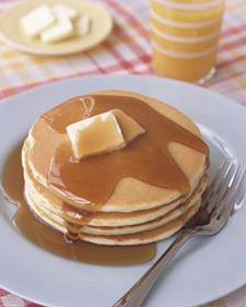 0306_kids_makingpancakes_l